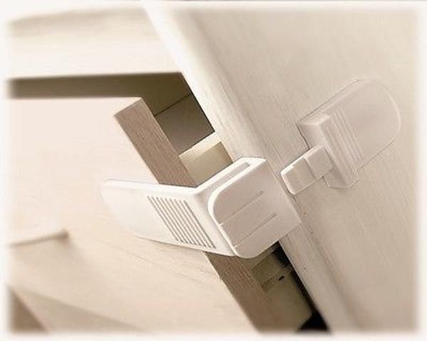 Picture of Lindam Ασφάλειες για Συρτάρια Angle Locks