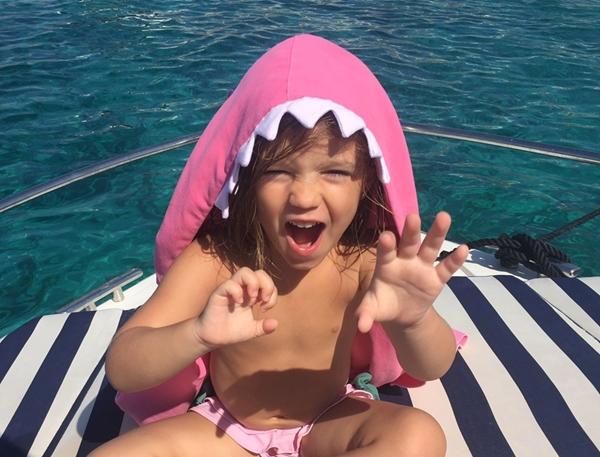 Picture of Little Champions Πόντσο / Πετσέτα Microfiber, Pink Shark Maxi 3-6 Ετών