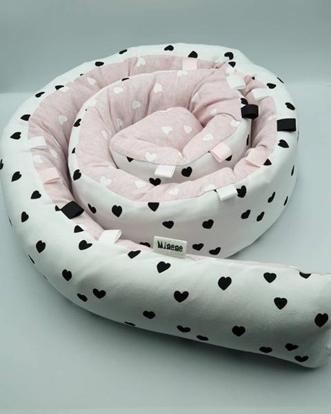 Minene Πολυχρηστικό Μαξιλάρι – Snuggly Snake Cotton Pink-Black Hearts