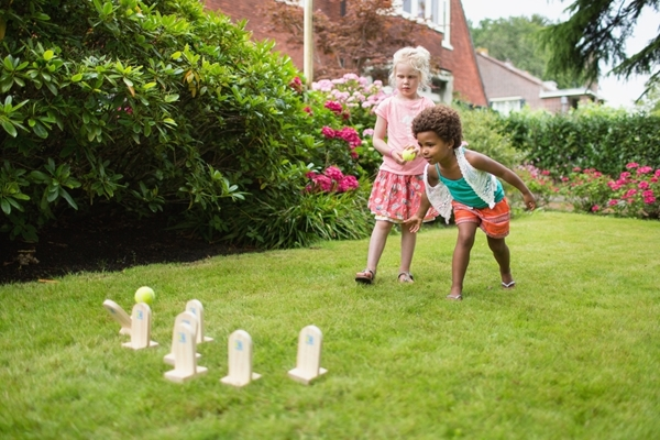 BS Toys – Ball Throwing