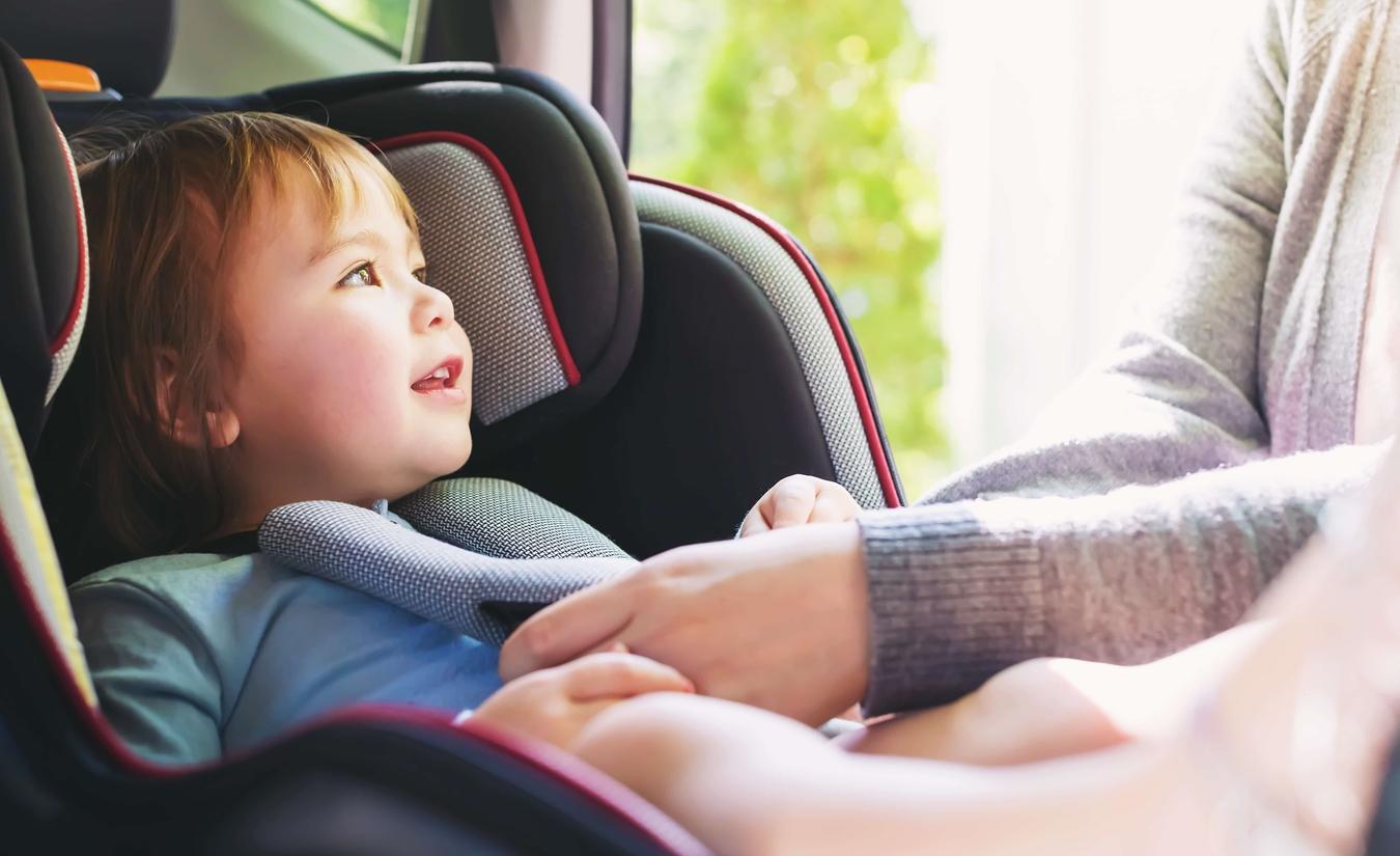 12 λάθη που δεν πρέπει να κάνουμε με το παιδικό κάθισμα