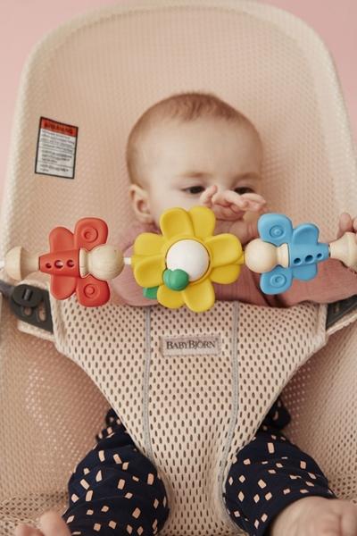 BabyBjorn Μπάρα Μαιχνιδιών Για Ρηλάξ Flying Friends
