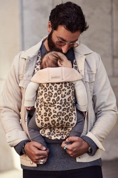 BabyBjorn μάρσιπος Mini Cotton, Beige Leopard